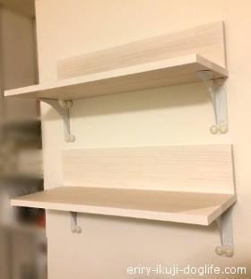 プラスターブラケットで飾り棚と本棚を取り付け