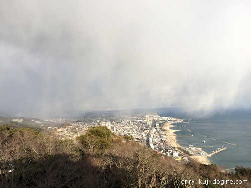 回転展望デッキから見た神戸方面の景色です