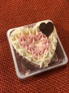 ハート型のワンちゃん用ケーキです