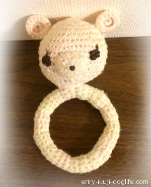 初めてのかぎ針編みで作ったくまさんのベビーラトル
